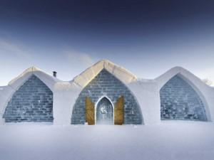 Можно поехать на экскурсию в ледяной отель в Лапландии