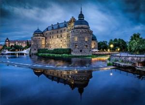 Средневековый замок в городе Эребру, расположенный на маленьком острове прямо посреди реки