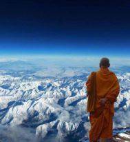 Аскеза и айфоны: как живут тибетские монахи