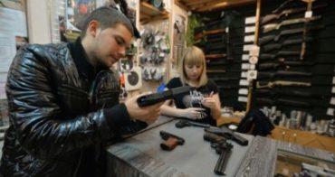 Владельцев оружия обяжут получать «временную прописку»