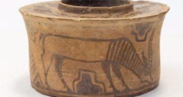 Англичанин держал зубные щетки в 4000-летнем горшке