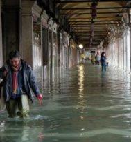 Мэр Венеции оценил ущерб от наводнения в сотни миллионов евро